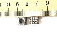 Бусина Куб 7,5*8,2мм (отверстие 4,3мм) с фианитами (гипоаллергенный сплав)