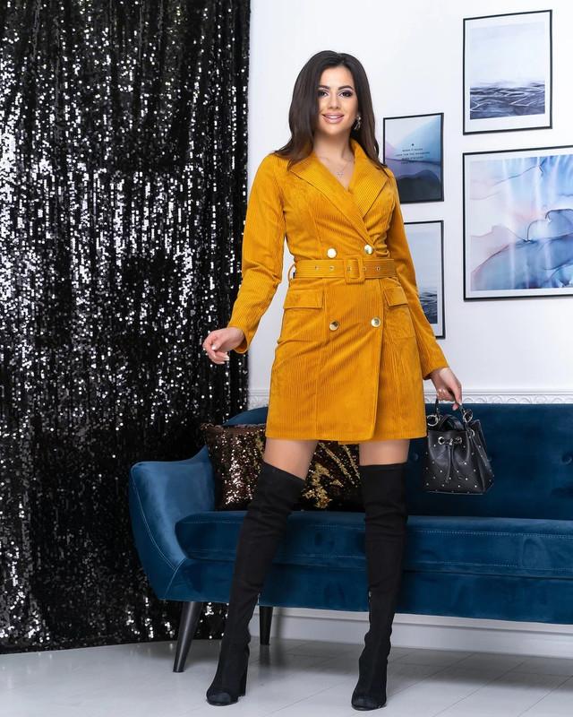 Платье-пиджак женский под пояс горчичного цвета с вельвета