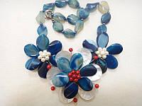 Колье с натуральным камнем Агат синий и жемчугом Цветы