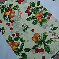 Готовое вафельное полотенце с вишнями, персиками на молочном фоне 45х70 см