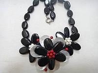 Колье с натуральным камнем Агат черный и жемчугом Цветы