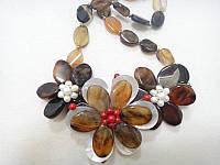 Колье с натуральным камнем Агат коричневый и жемчугом Цветы