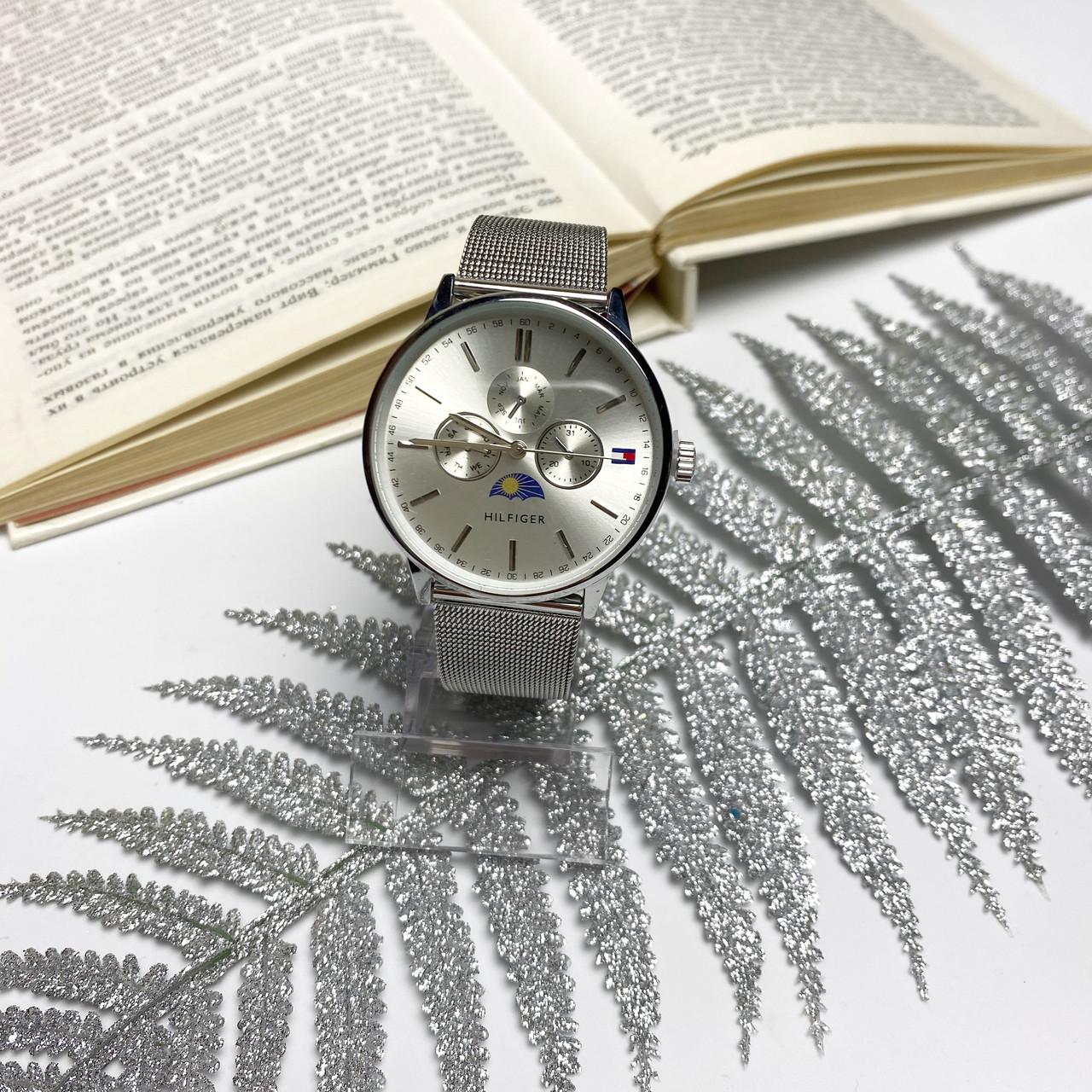 Стильные женские кварцевые часы