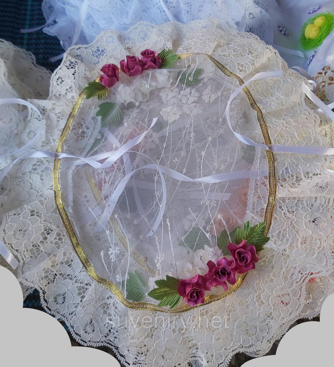 Красивая нарядная пасхальная салфетка на детскую корзинку в бежевом цвете