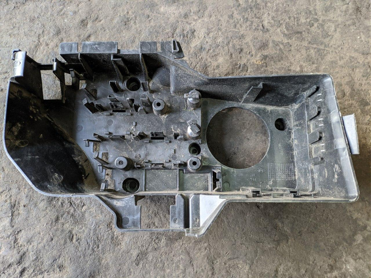 Корпус блоку запобіжників Renault Master, Opel Movano 1998-2010, 8200211017 (Б/У)