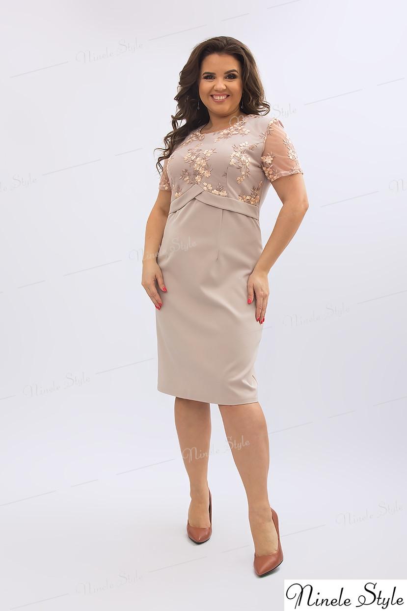 Бежевое однотонное женское платье украшенное сеткой с вышивкой 354-1 54