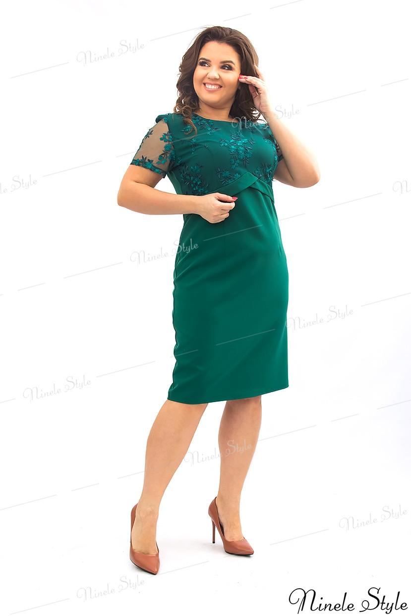Зеленое однотонное женское платье украшенное сеткой с вышивкой  354-3 54