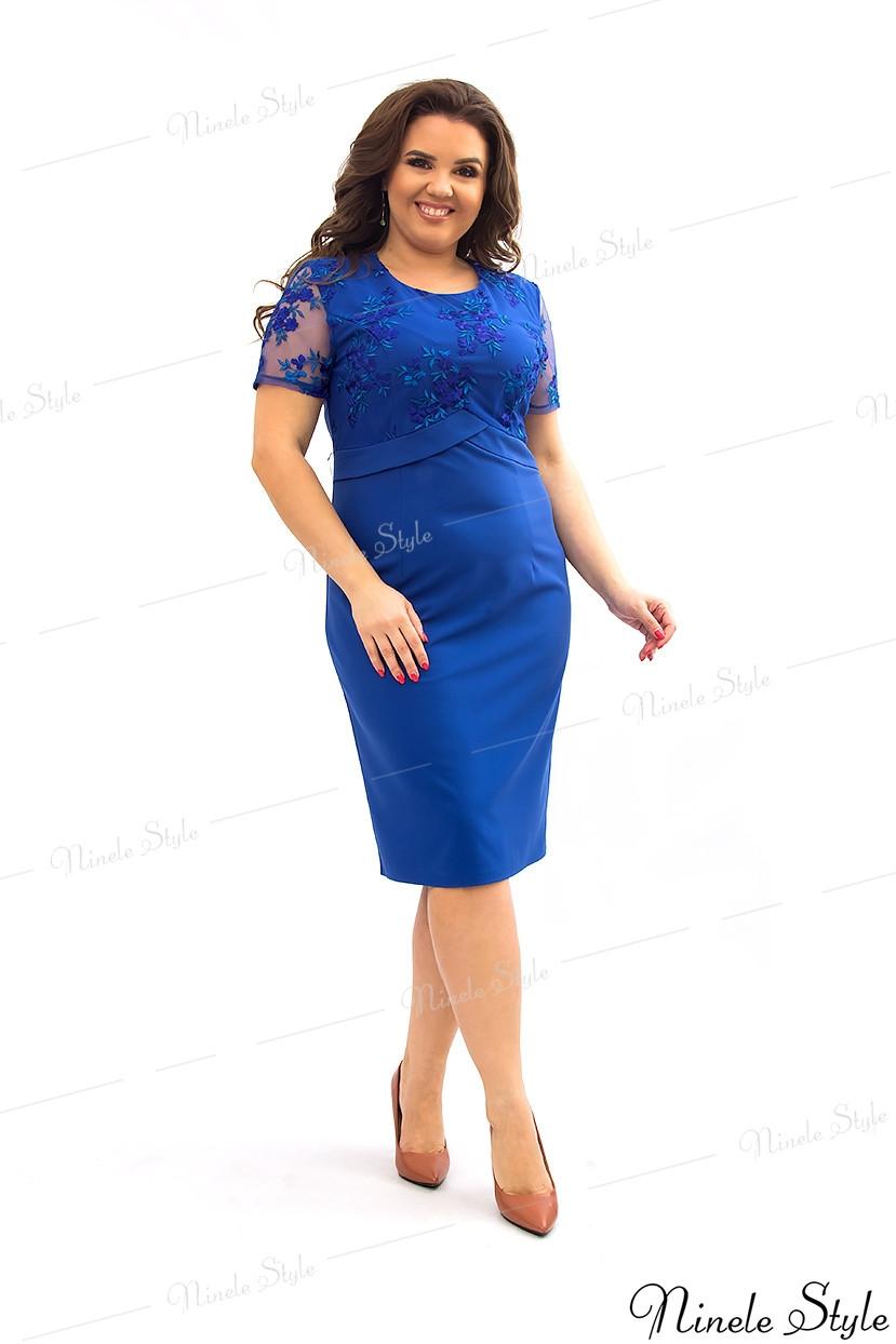 Синее однотонное женское платье украшенное сеткой с вышивкой 354-4 54