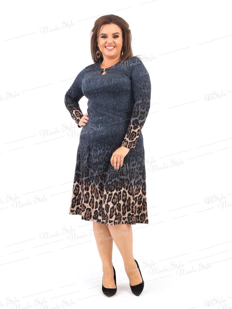 Синее ресклешенное женское платье с оригинальным принтом   378-2 54