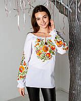 Нарядная белая вышитая блуза женская с золотистым орнаментом