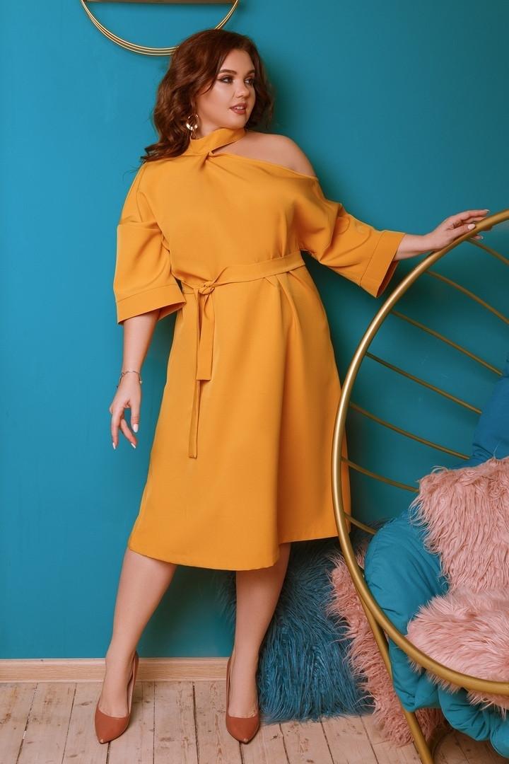 Женское платье под пояс с вырезом на плече ниже колен 48-50, 52-54, 56-58