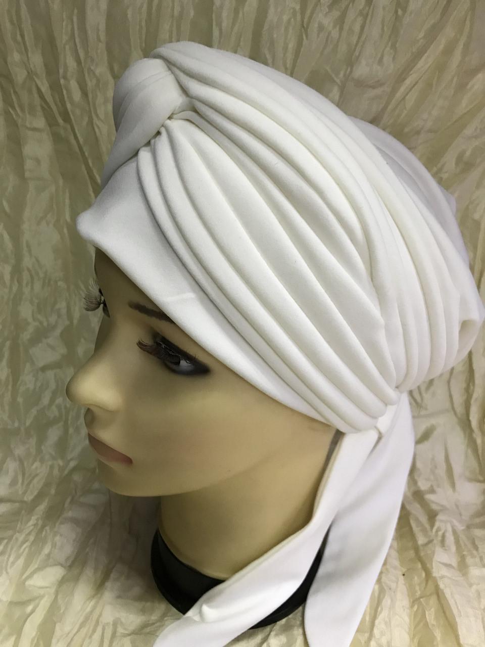Шапка чалма демисезонная белая с объёмным драпированным украшением