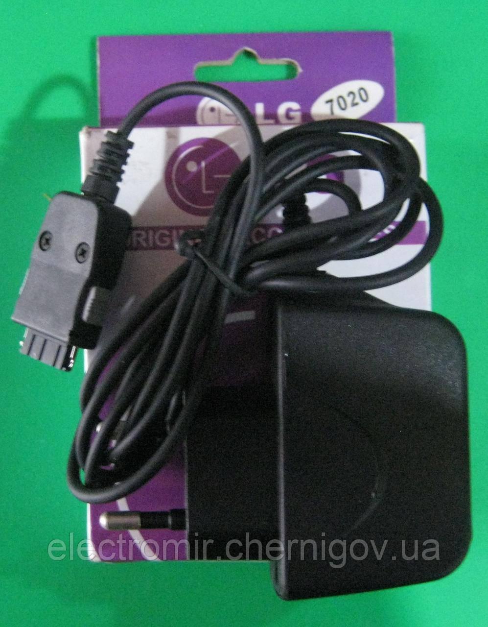 Сетевое зарядное устройство для телефона LG 7020