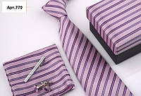 Подарочный розовый набор: галстук, запонки, платок, зажим