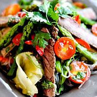 Как приготовить салат с мясом, огурцами и соевым соусом
