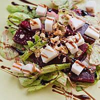 Парижский салат со свеклой и редисом с соусом Unagi DanSoy
