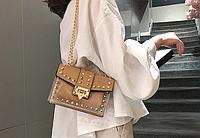 Бежевая силиконовая сумка с заклепками