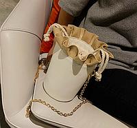 Бежево-белая небольшая сумочка
