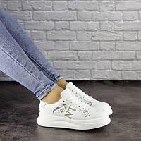 Белые женские кроссовки Vlnt