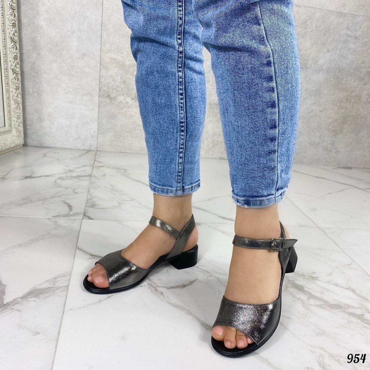 Кожаные босоножки на маленьком каблуке никель