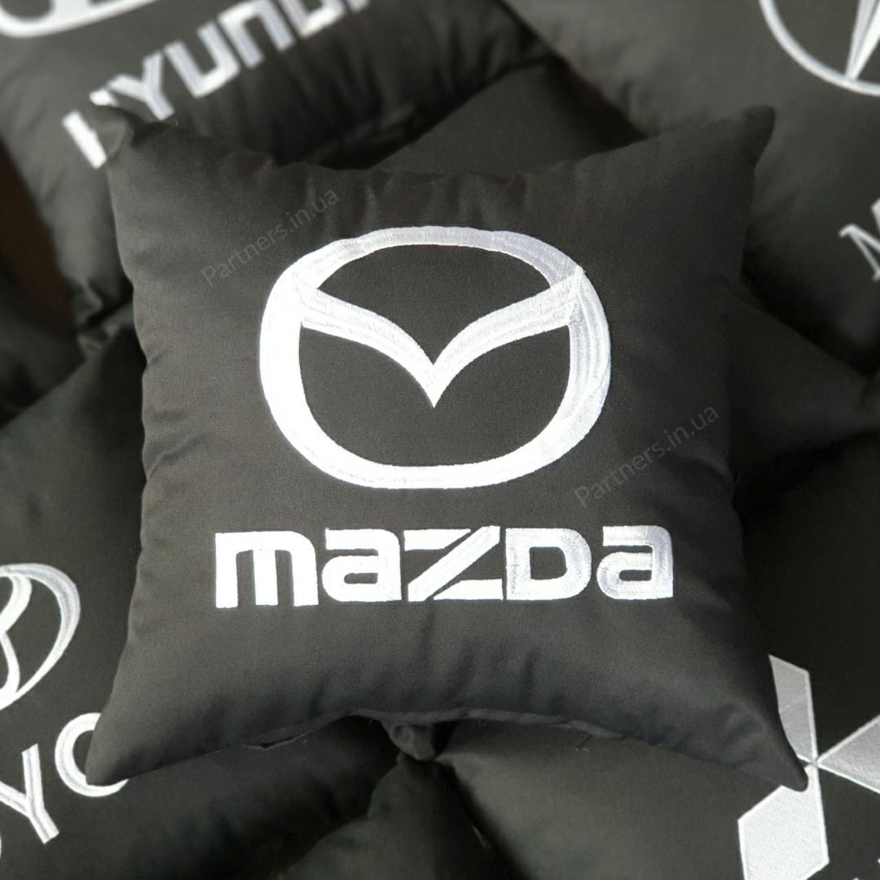 Подушка с логотипом Мазда (Mazda)