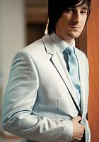 Мужской светло серый костюм классический
