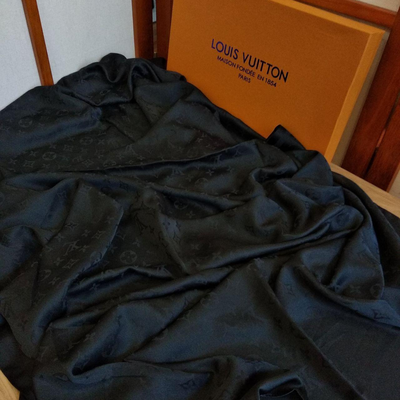 Палантин Louis Vuitton шелк черный
