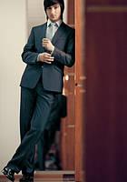 Мужской  темно серый костюм классический