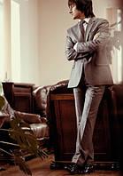 Мужской  серый костюм классический