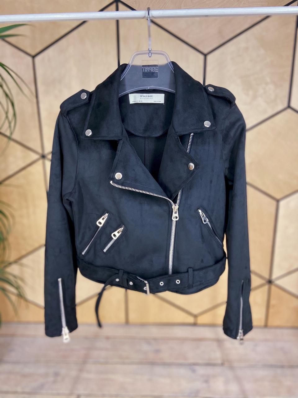 Женская замшевая куртка косуха с ремешком и молниями vN6851