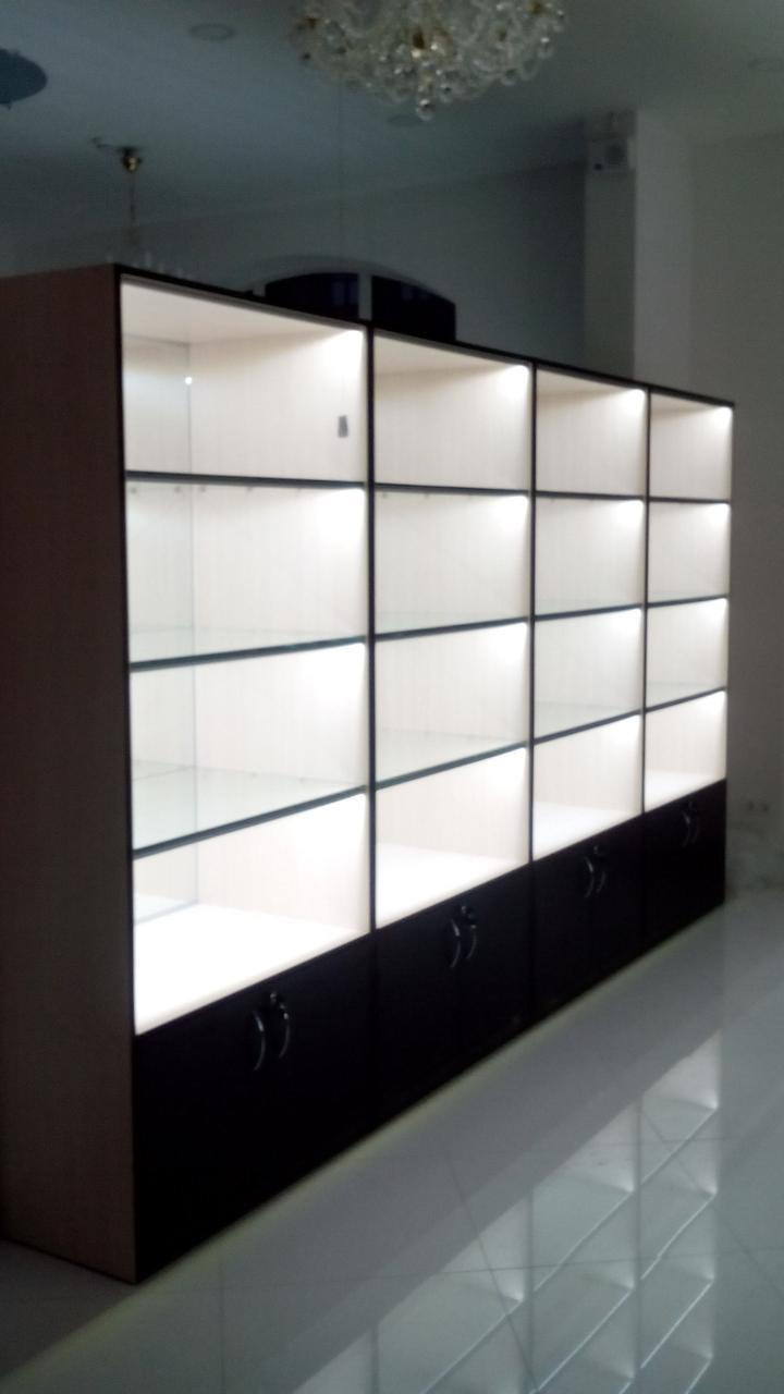 Торговые витрины для магазина из ДСП и стекла