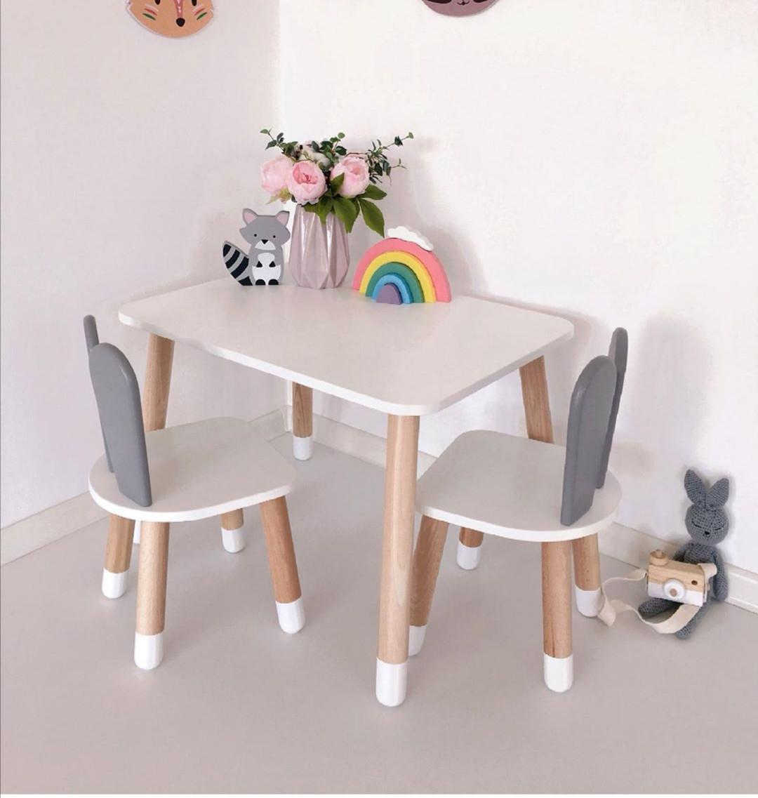 Дитячий стіл і 2 стільці (дерев'яний стільчик зайчик 2 шт і прямокутний стіл)