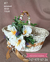 Пасхальная корзинка с белой лозы с цветочным декором