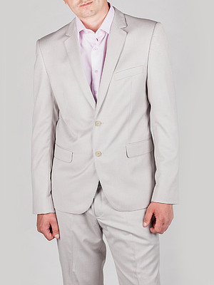 Светлый мужской костюм
