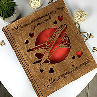 Деревянный фотоальбом с гравировкой для любителей путешествовать, фото 1