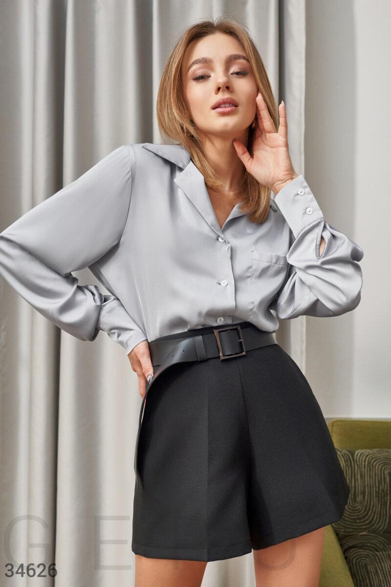 Легкая атласная блуза с отложным воротником свободного кроя серая