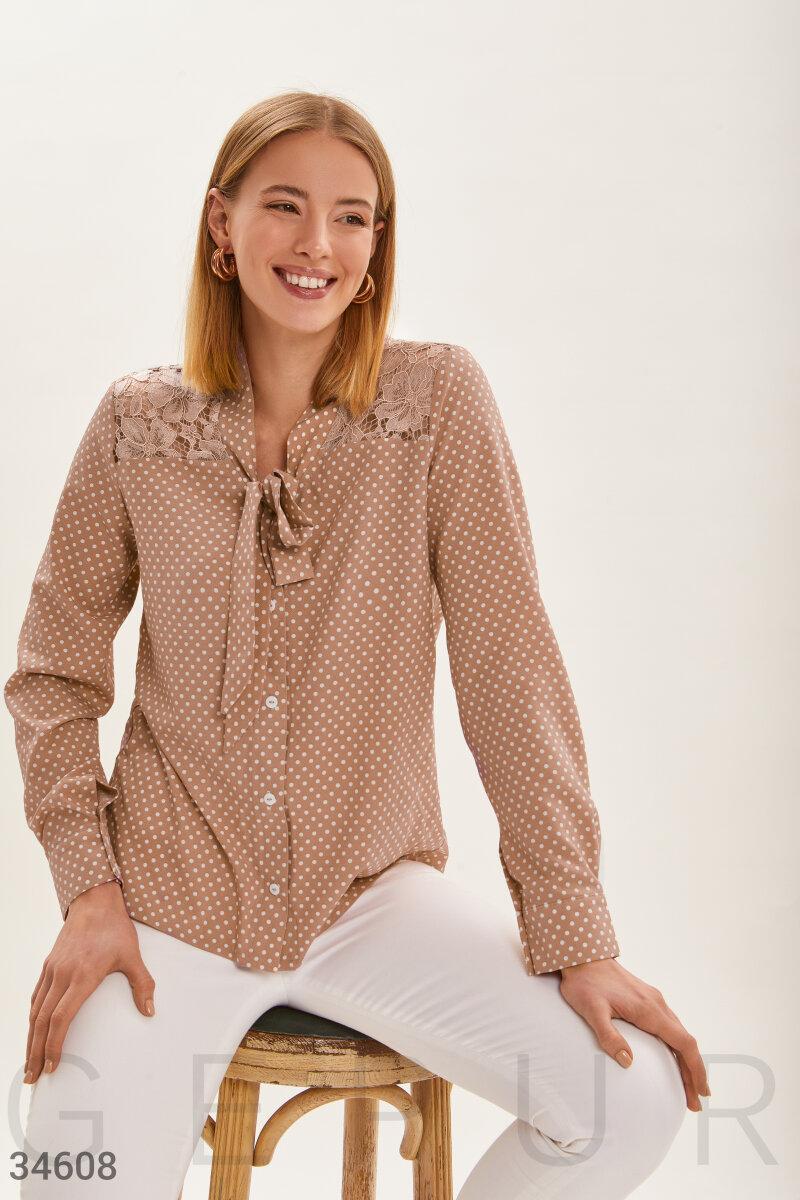 Легкая блуза в мелкий гороховый принт с кружевными вставками