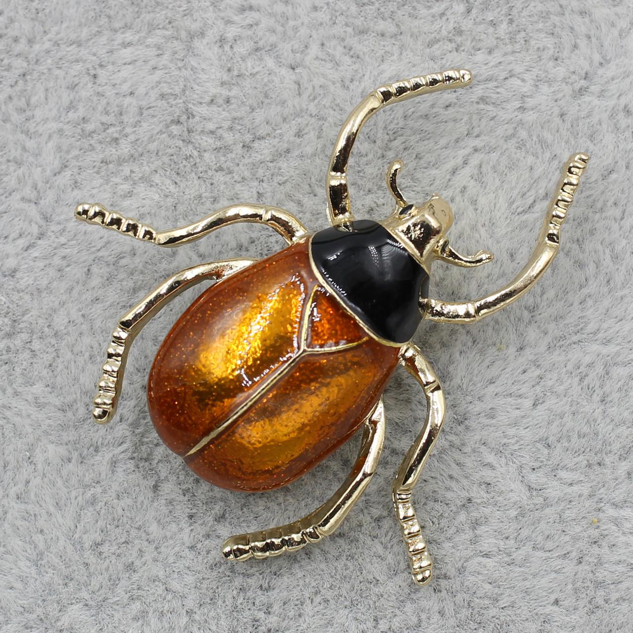 Брошь Жук коричневая и черная эмаль 40х40мм металл золотого цвета