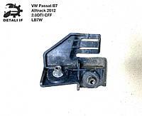 Кронштейн крыла правый Passat B7 Alltrack 2.0DTI 3AA805300