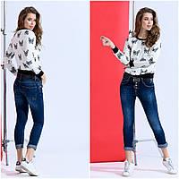 Стильные женские джинсы на пуговицах