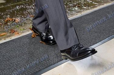 Уход и чистка грязезащитных ковров