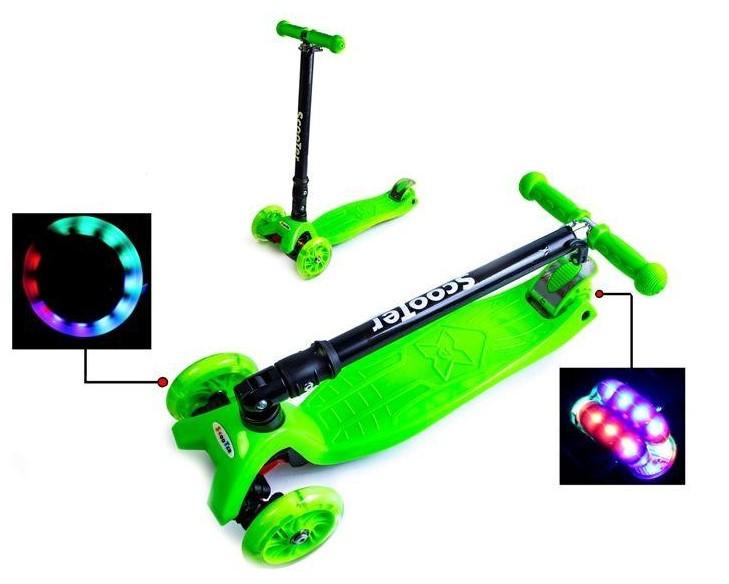 Самокат трехколесный детский Maxi складной руль колеса светяться. Green.