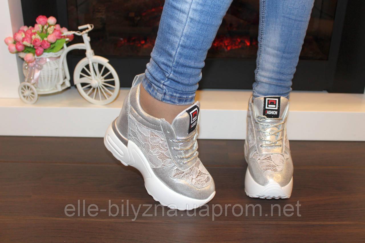 Сникерсы кроссовки женские серебристые с кружевными вставками Т046