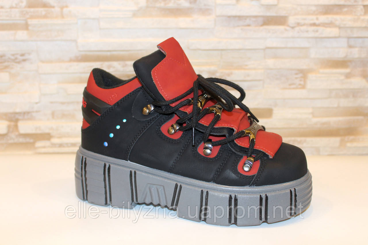 Кроссовки женские черные с красными вставками Т029