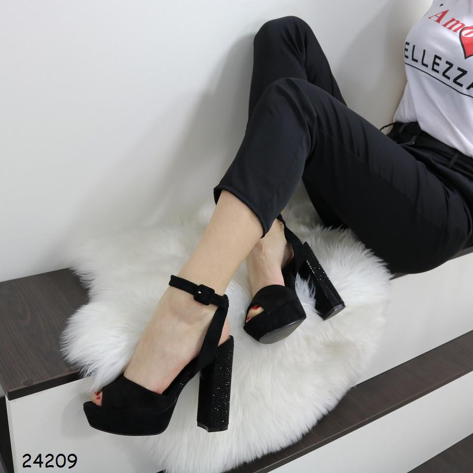 Стильные женские босоножки на толстом каблуке со стразами и платформе замшевые черные