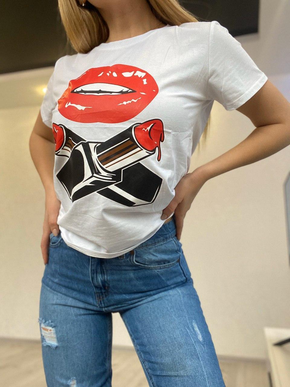 Прямая женская коттоновая футболка с рисунком 7917261