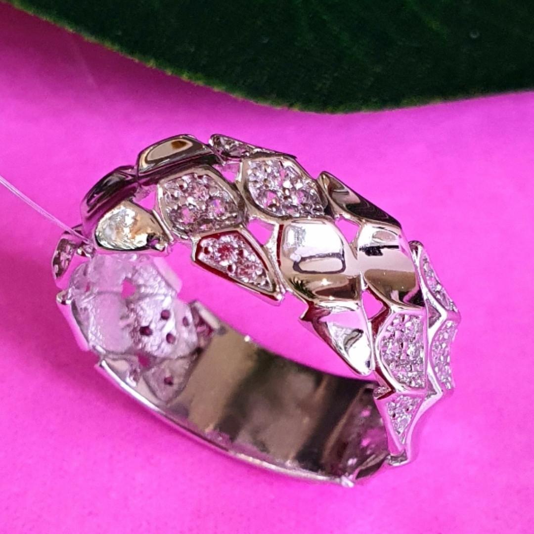 Стильное кольцо из серебра с цирконием - Женское серебряное кольцо