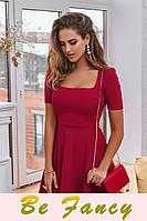 Яркое трикотажное платье