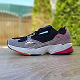 Жіночі кросівки в стилі Adidas Falcon сірі з чорним і рожевим, фото 8
