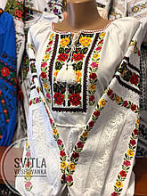 Жіноча вишита сорочка у традиційному стилі із яскравою вишивкою «Троянди в мереживі»
